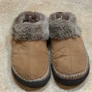 Isotoner Tan Slippers